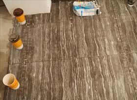 Укладка плитки в ванной комнате + туалет + пол.