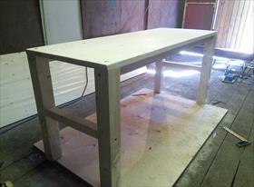 Изготовление простых столов.
