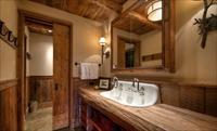 Выбор интерьера для ванной комнаты из дерева